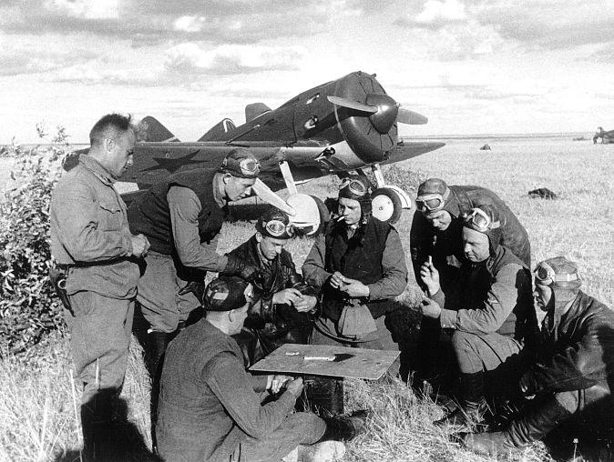 Soviet fighter pilots relaxing